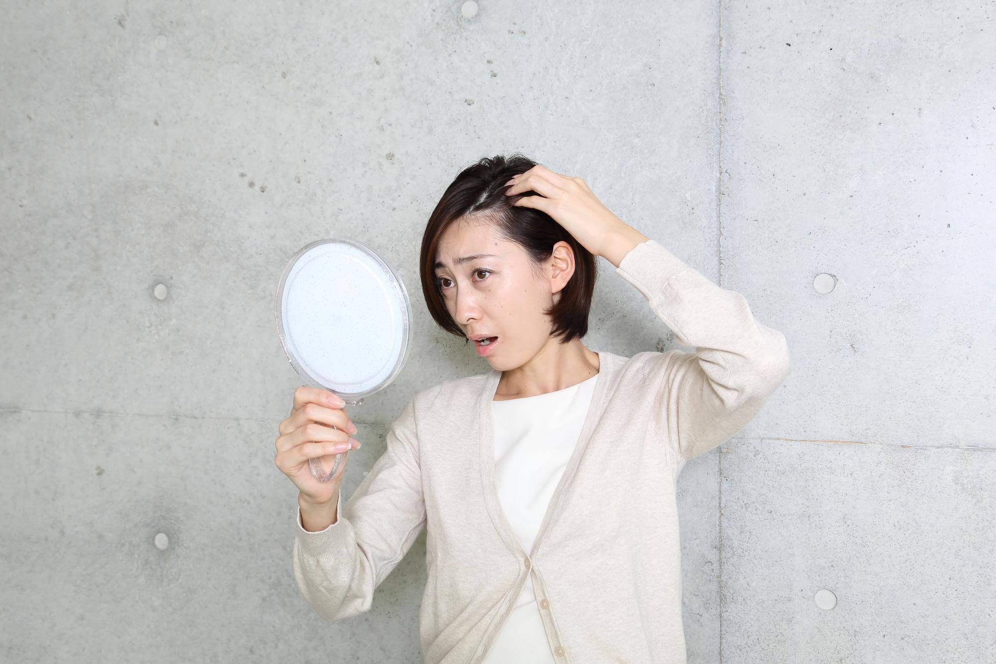 女性の頭皮のかゆみは薄毛につながるって本当?【抜け毛予防法を解説】