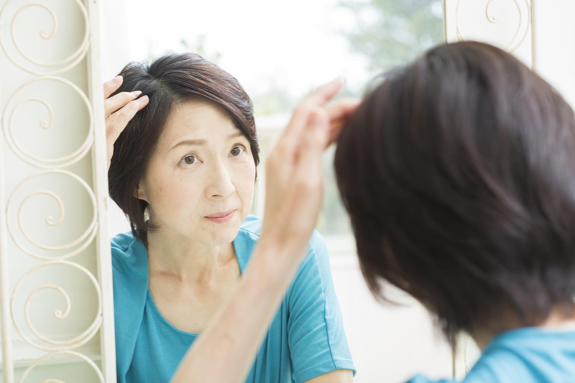 更年期の薄毛にはコレ!50代女性におすすめの育毛剤まとめ