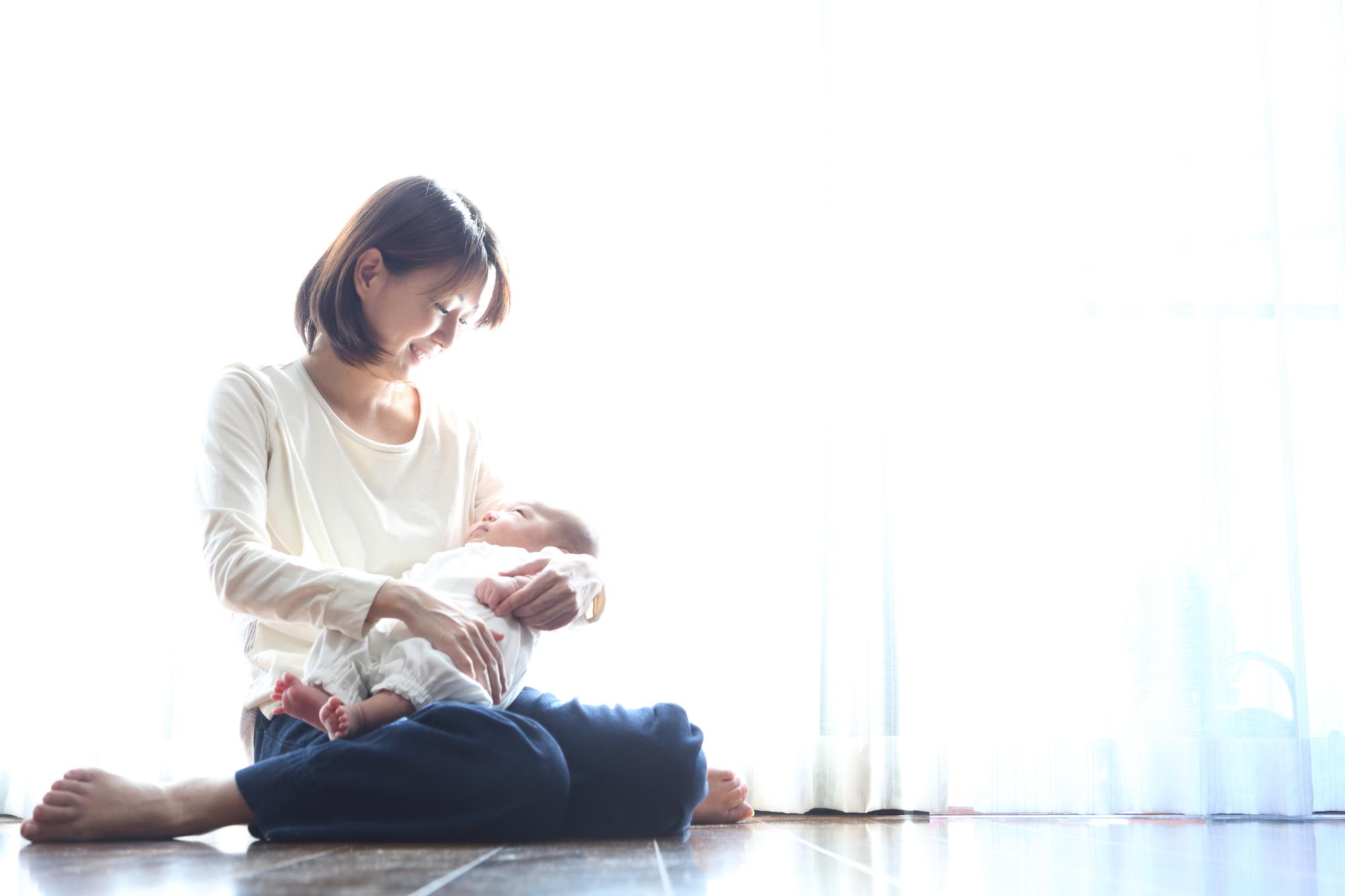 産後に生え際の抜け毛が多くなる原因と10の対策方法