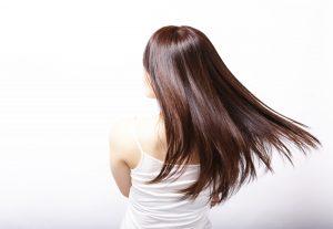 そよぐ女性の髪