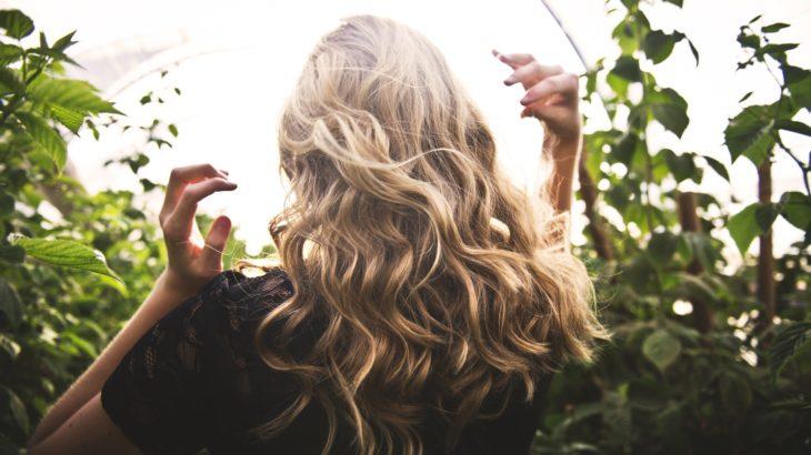 【成分解析】パントガールは女性の薄毛に効果あり?副作用の可能性は…