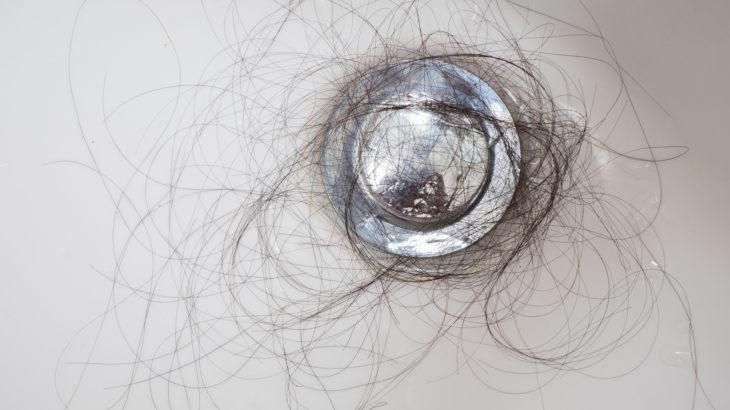 全身の毛が抜ける汎発性脱毛症を解説!発症しやすい女性の特徴とは?