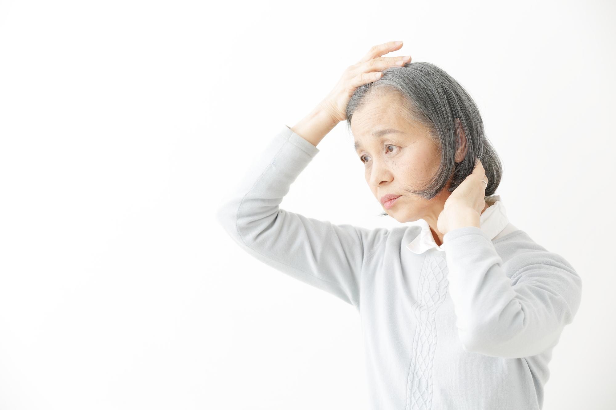 【原因から探る】60代女性の薄毛の対策方法とは…