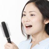ロングヘアは抜け毛を増やしやすい!?長髪によるリスクと対策