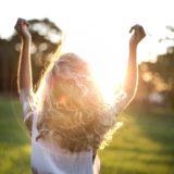 20代女性の薄毛の原因とおすすめの対策&治療法